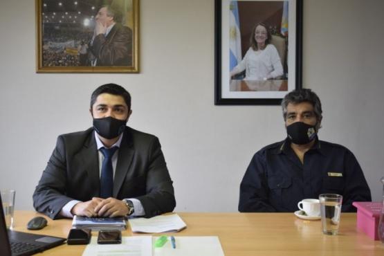 El ministro De la Torre junto al jefe de Policía Comisario Cortés durante la capacitación.
