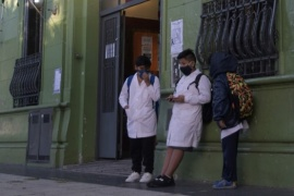"Las clases serán exclusivamente a distancia en zonas de ""alerta epidemiológica"""