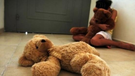 Intérprete de señas descubrió en su escuela cómo un pastor abusaba de una de sus alumnas