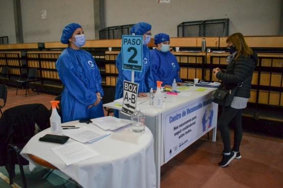 Vacunatorio Municipal: Otra jornada de emoción, alegría y esperanza