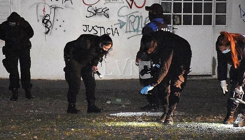 Efectivos policiales en el lugar del hecho (Foto LVS)