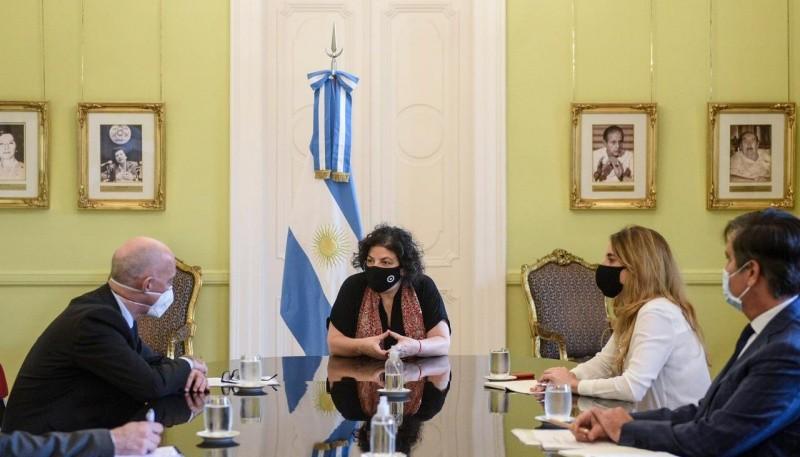 Vizzotti y Nicolini se reunieron con el embajador británico en Argentina, Mark Kent