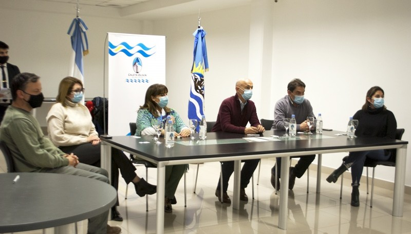 El Municipio de Caleta Olivia, clubes y uniones vecinales firman convenio colaborativo