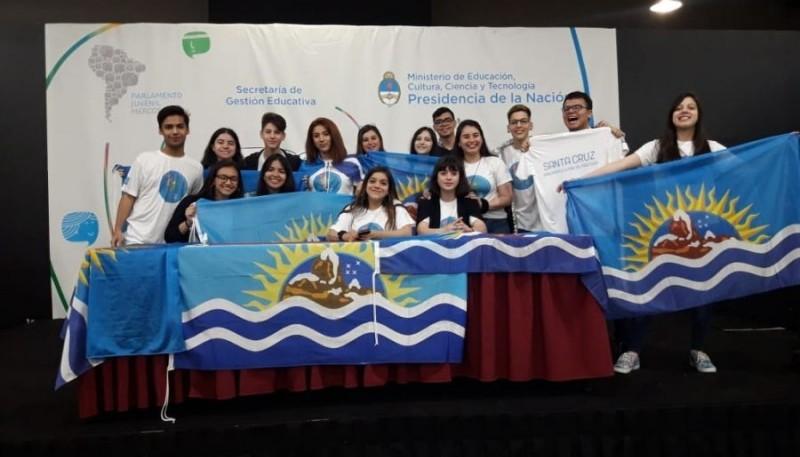 Alumnos participantes del Parlamento Juvenil.