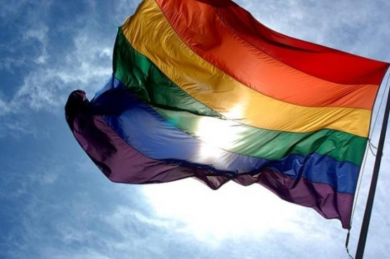 Bandera que representa al colectivo LGBTI+