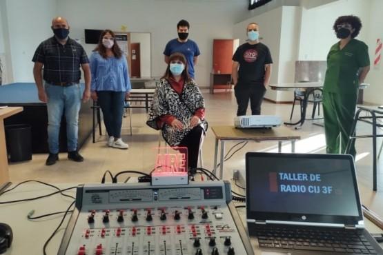 "Continúa la segunda jornada del ""Taller de Radio Integral"" para jóvenes de Caleta Olivia"