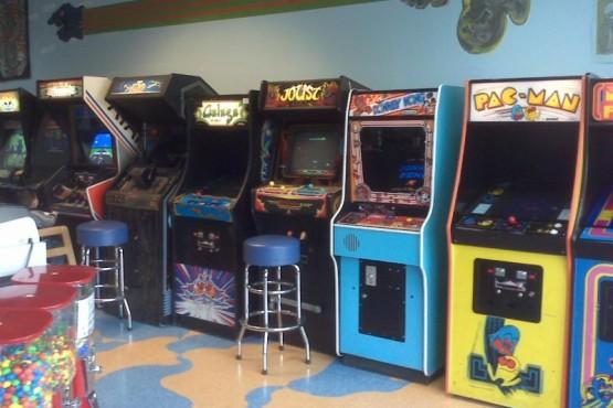 Una sala de arcade en los ´90.