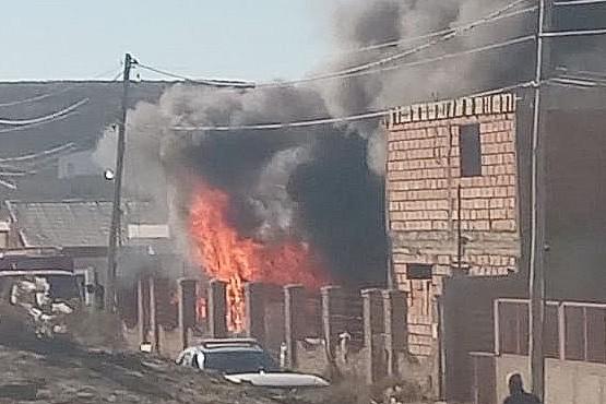 Las llamas crecieron a pasos agigantados arrasando con todo en la casa. (Foto: Conexión del Sur)