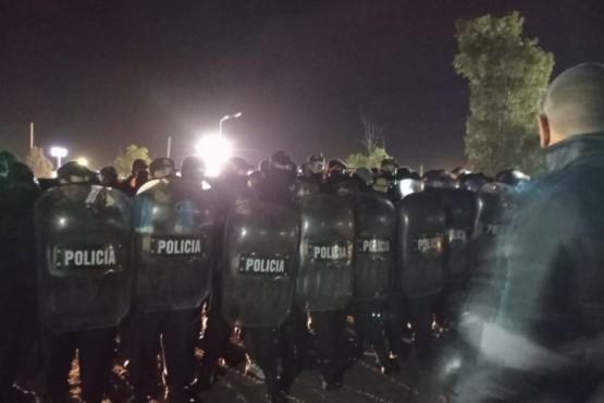 Policía de Chubut desalojó en la madrugada el corte de la Ruta 3 en Trelew