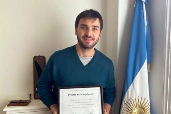 Ignacio Torres fue distinguido en los Premios Parlamentario 2020 por su labor en el Congreso