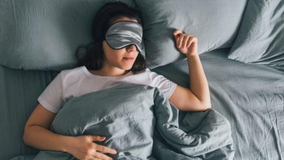 Un estudio reveló que dormir menos de 6 horas aumenta el riesgo de sufrir demencia