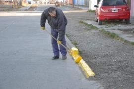 Municipio de Río Gallegos realiza labores de limpieza y pintura en el Barrio Del Carmen