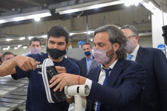 Santiago Cafiero visitó la planta de Topper, que invertirá más de 500 millones de pesos