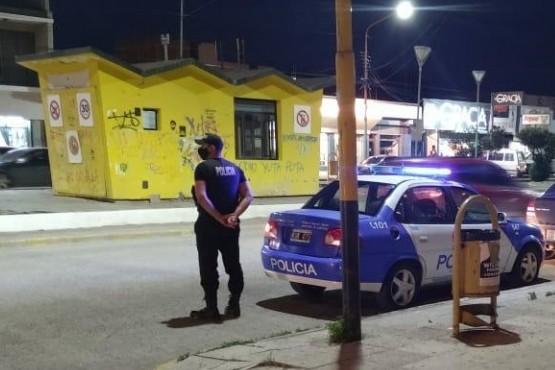 Móvil policial en el lugar de hecho.