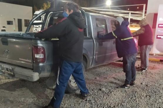Los tres ocupantes de la camioneta fueron aprehendidos por la policía.