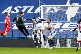 El arquero del Liverpool buscó la heroica y metió un gol en el último minuto