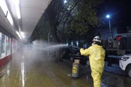 Se realizó desinfección sobre calle y veredas de Avenida Kirchner de Río Gallegos