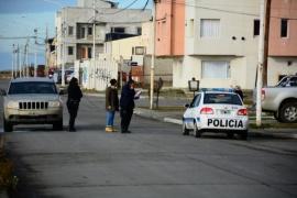 Río Gallegos: Caminaba por la vereda y la atropelló un jeep
