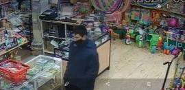 """""""Manito con miel"""": lo filmaron mientras robaba un celular en una juguetería de Río Gallegos"""