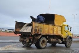 Obras Públicas: Continúan los operativos para asegurar la transitabilidad de calles de Río Gallegos