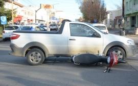 Una mujer herida tras ser embestida por un vehículo