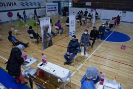 En Caleta Olivia se inició la inmunización del sector comercial