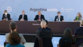 """Alberto Fernández: """"Es la diplomacia la que debe llevarnos a recuperar"""" las Islas Malvinas"""