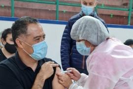 Eugenio Quiroga se vacunó contra el coronavirus