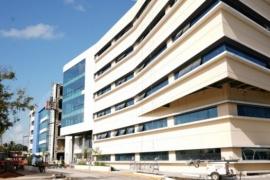 Instalaron una morgue de víctimas de coronavirus frente a la puerta de un hospital