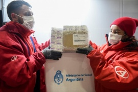 Llegan 6.600 dosis de AstraZeneca a Santa Cruz