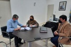 IDUV firmó convenios con la Comisión de Fomento de Lago Posadas