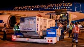 Por más vacunas: partió el primero de dos vuelos de Aerolíneas Argentinas a Beijing