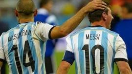 Javier Mascherano felicitó a Lionel Messi por alcanzarlo en el récord de presencias en la Selección