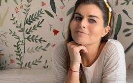 Cómo es el departamento XXL de Angie Balbiani: pintado a mano