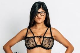 Rota en llanto, Mia Khalifa confesó que dejó de usar lentes porque la sexualizan
