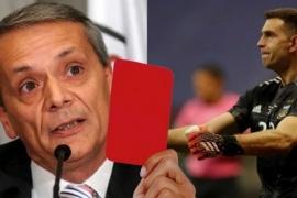 "Para Javier Castrilli, ""Dibu"" Martínez debió ser expulsado"