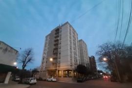 Una mujer se tiró de un noveno piso y murió junto a sus dos hijos en brazos