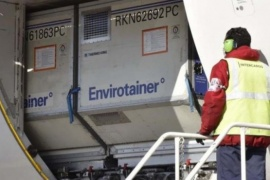 Arribó un nuevo vuelo con más de 800 mil dosis de AstraZeneca