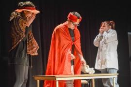 """""""Adolesiento"""" se presentó en el Teatro Municipal"""