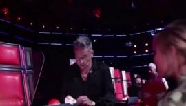 """Mandaron al frente a Ricardo Montaner: el """"machete"""" que usa en La Voz"""