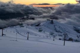 Sigue la nieve en la alta montaña de Bariloche y se acumuló en cerro Catedral