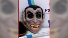 De terror: perseguía a deportistas con una máscara de vampiro y terminó detenido