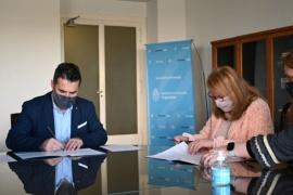 Alicia Kirchner firmó convenios para realizar obras de gas en Santa Cruz