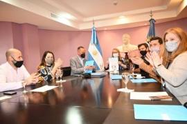 Alicia Kirchner firmó convenio con Nación para asfaltar la Ruta Provincial N°39