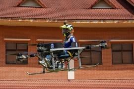 Estudiantes diseñaron un dron que transporta personas