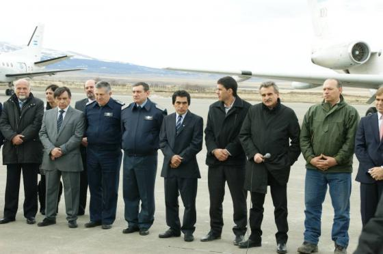 El Ministro de Defensa Agustín Rossi, con autoridades nacionales y locales, en 28 de Noviembre. (Foto Patagonia Nexo)