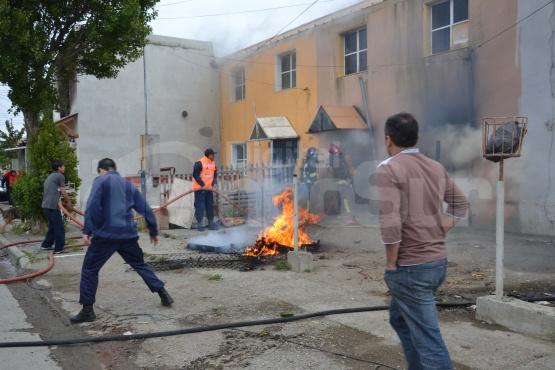 Presunto cortocircuito incendió nuevamente una vivienda del B° 240