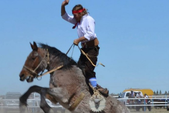 Cerezo presente en el 44° Festival de la doma y folclore de Sarmiento