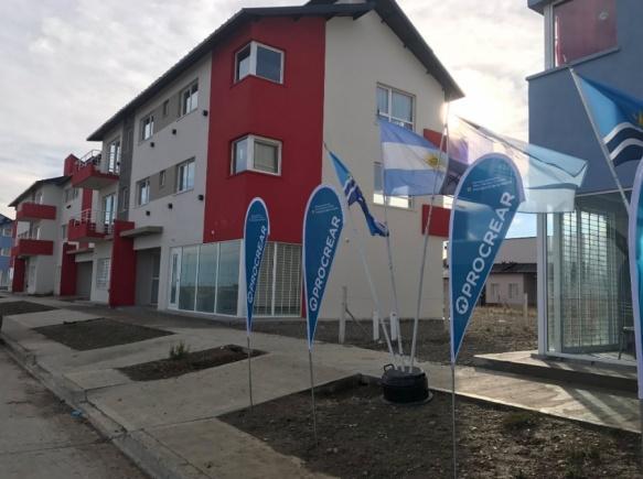 Entregaron 17 viviendas del procrear for Jardin 17 rio gallegos