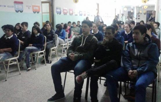 Alumnos participaron de taller de prevención de violencia en el noviazgo